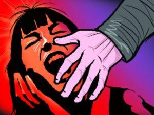 #CRIME : युवती से गैंगरेप, जान बचाने को लगाई….