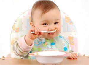 #HEALTH : जानिए किस उम्र में बच्चों के लिए कैसा खाना है बेहतर