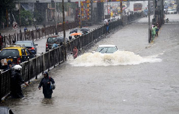 #BREAKING: Alert of heavy rains in 10 states, in Delhi-NCR ....