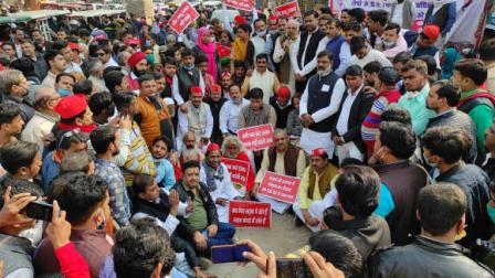 KANPUR: #KDA, MC,  demanding strict action against the guilty officers