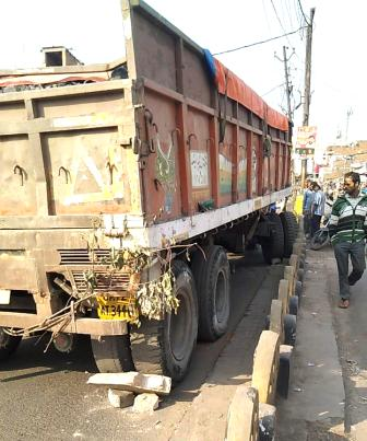 SONBHADRA: Uncontrollable highway collides with several vehicles