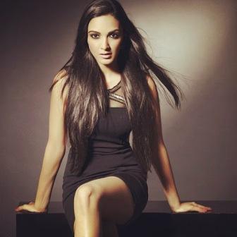 #KiaraAdvani got a glamorous photoshoot done in black dress