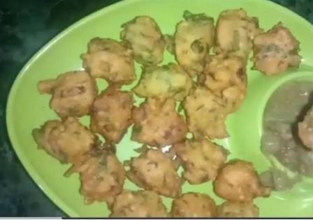 #FOOD: Make delicious bhajiya at home with moong dal